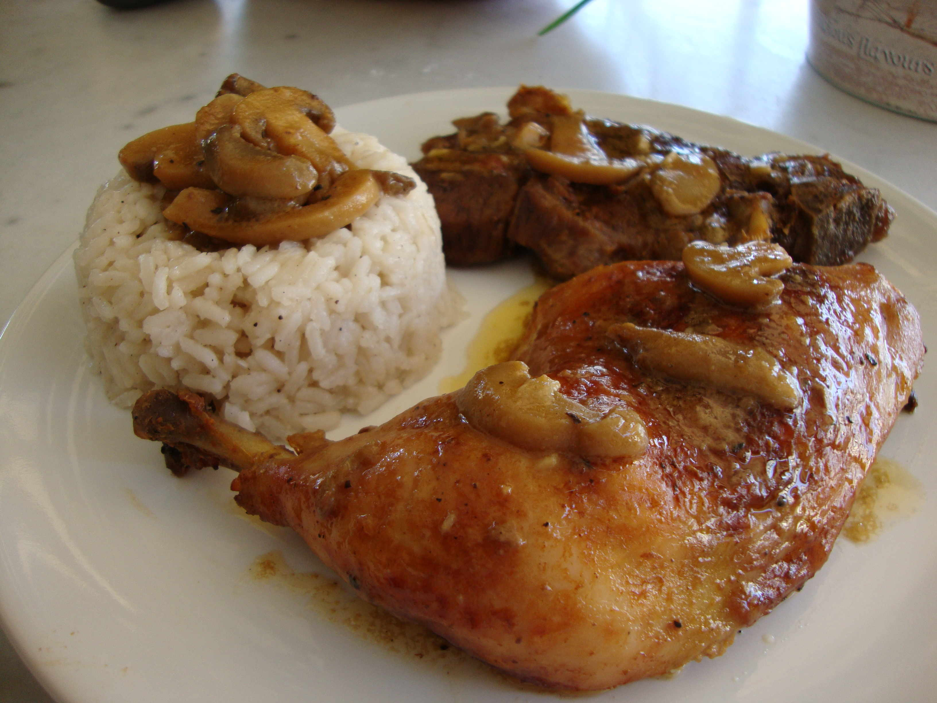 Μπουτάκια κοτόπουλο και χοιρινές λαιμού