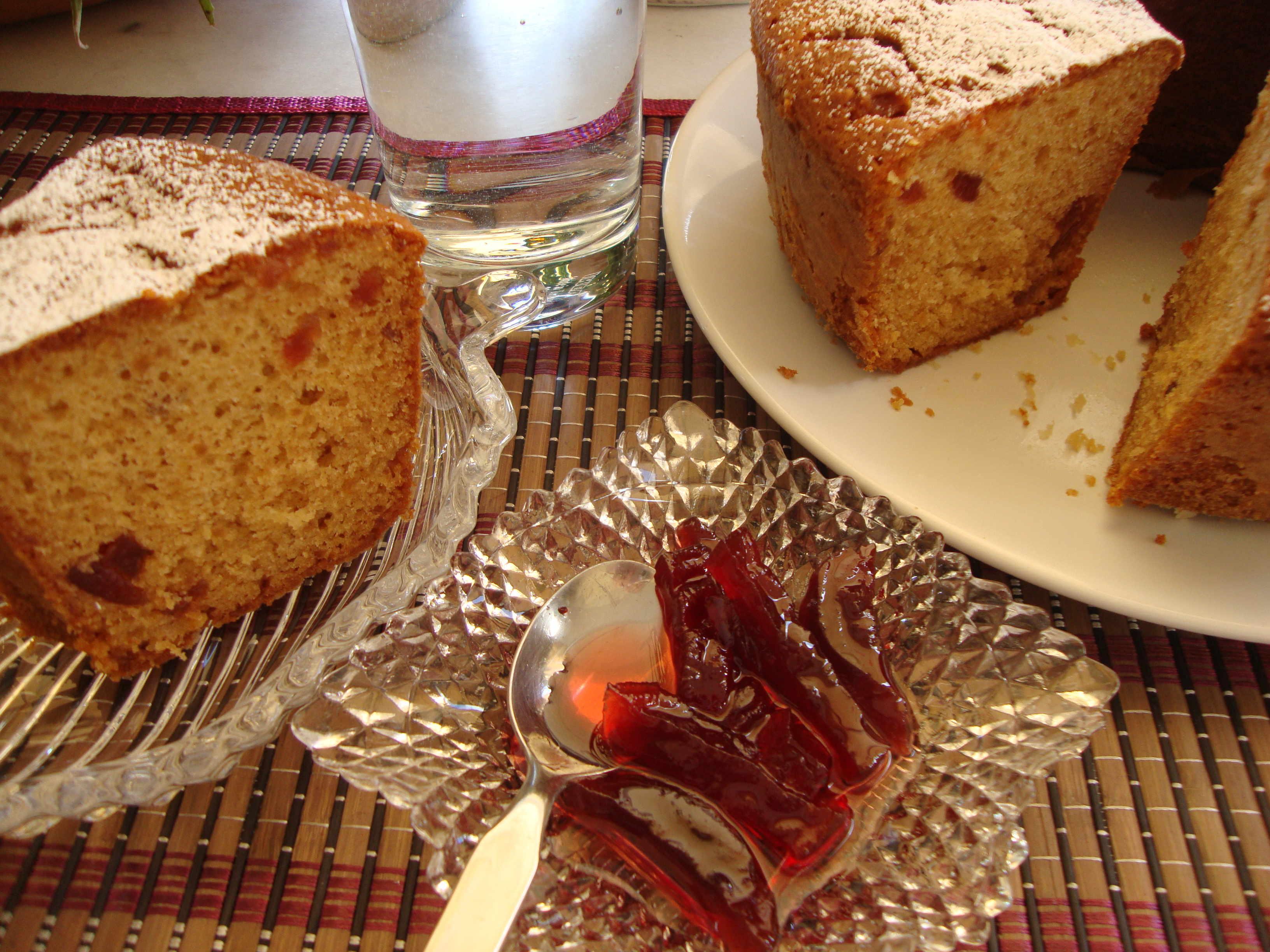 Κέικ με γλυκό κουταλιού πατζάρι