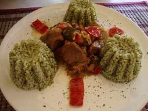 Χοιρινό με τουρσί & πιλαφάκι με σπανάκι