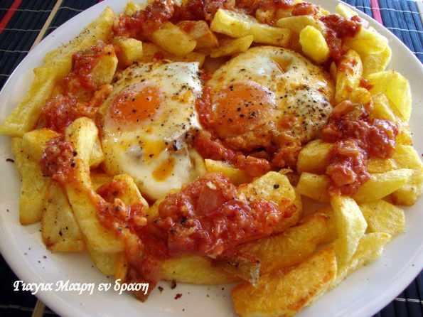 Αυγά με σάλτσα by Mairh
